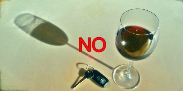Conducir bajo los efectos del alcohol, drogas o estupefacientes.